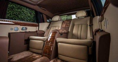 """Điểm nhấn trong thiết kế nội thất của Rolls-Royce Phantom Hoà bình & Vinh quang chính là các họa tiết mang hình ảnh """"Ông Ba Mươi""""/"""