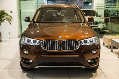 BMW X3 phiên bản kỷ niệm 100 năm sở hữu màu sơn ngoại thất cam đồng hay còn có tên gọi là Pearl Chrome khá độc đáo.