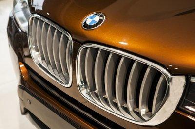 Lưới tản nhiệt của BMW X3 đặc trưng của BMW mạ crom sáng bóng.