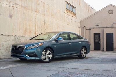Hyundai Sonata Plug-in Hybrid 2017 có giá khởi điểm 35.435 USD