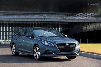 Hyundai Sonata Plug-in Hybrid 2017 tiêu thụ bình quân 2,4 lít/100 km khi vận hành tại chế độ điện