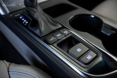 Hyundai Sonata Plug-in Hybrid 2017 có giá khởi điểm 35.435 USD 10
