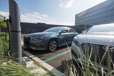 Hyundai Sonata Plug-in Hybrid 2017 có giá khởi điểm 35.435 USD 3