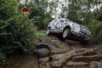 Cận cảnh Land Rover Discovery 2017 trước ngày ra mắt triển lãm Paris a9