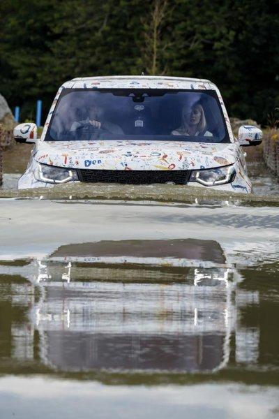 Cận cảnh Land Rover Discovery 2017 trước ngày ra mắt triển lãm Paris a11