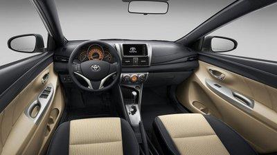 Thiết kế nội thất của Toyota Yaris mới nổi bật với cụm vô-lăng 3 chấu thể thao, bảng đồng bồ thiết kế 3D.