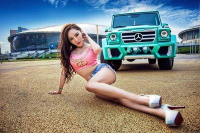 """Chân dài khoe ngực """"khủng"""" bên xe Mercedes-Benz G63 AMG a3"""