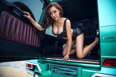"""Chân dài khoe ngực """"khủng"""" bên xe Mercedes-Benz G63 AMG a7"""