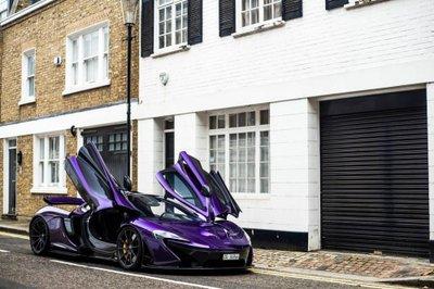 """Ngắm McLaren P1 độ tím, """"chất"""" lóa mắt trên phố Anh."""