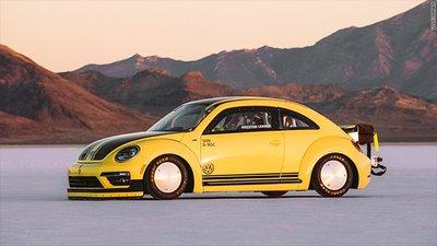 Chiêm ngưỡng Volkswagen Beetle rú ga, phá kỉ lục tốc độ 330 km/h.