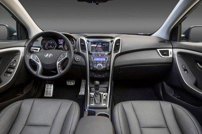 Hyundai Elantra GT 2017 ra mắt, giá từ 18.800 USD a8
