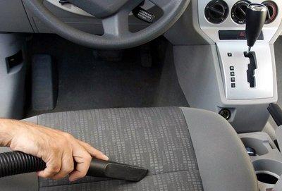 Tự vệ sinh nội thất xe ô tô sau mỗi lần rửa và hút sạch bụi theo định kỳ.