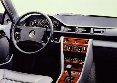 Mercedes E-Class Coupe và lịch sử 30 năm thăng trầm 10