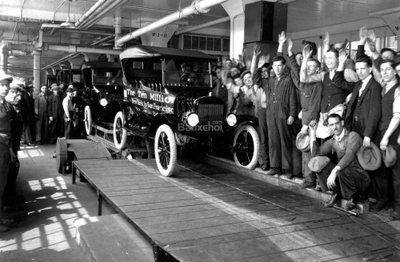Ford tạo ra dây chuyền lắp ráp đầu tiên 104 năm về trước 1