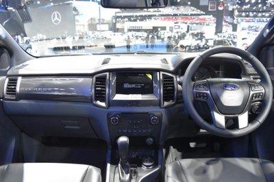 Ford Everest 2017 sở hữu hệ thống thông tin giải trí SYNC 3 đi kèm màn hình cảm ứng 8 inch.