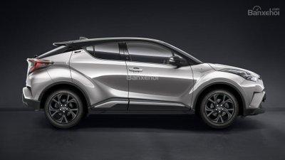 Toyota C-HR Limited Edition giới hạn chỉ 100 xe có giá 856 triệu đồng.