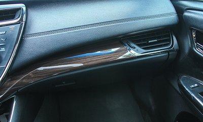 Chi tiết ốp gỗ trên xe Toyota Avalon