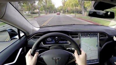 Phanh tự động Tesla.