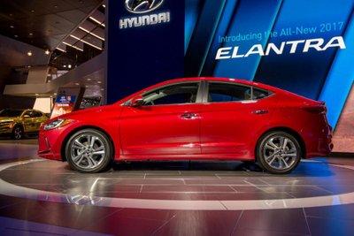 Hyundai Elantra 2017 mở bán tại Malaysia, giá từ 636 triệu.