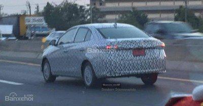 Phiên bản mới của Toyota Vios xuất hiện trên đường phố Thái Lan.