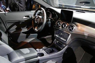 Hình ảnh mẫu SUV bí ẩn của Mercedes-Benz 4.