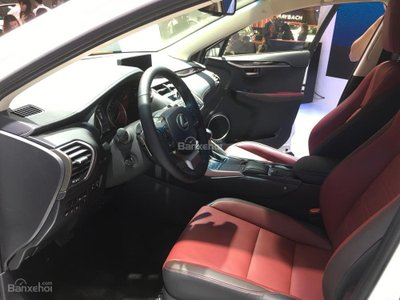 Lexus NX 300 2018 giới thiệu tại VMS 2017 có nội thất đỏ đun.