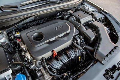 Nhược điểm của Hyundai Sonata 2019 - Động cơ tiêu chuẩn không quá mạnh mẽ z