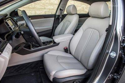 Ưu điểm của Hyundai Sonata 2019 - Dễ dàng ra vào z