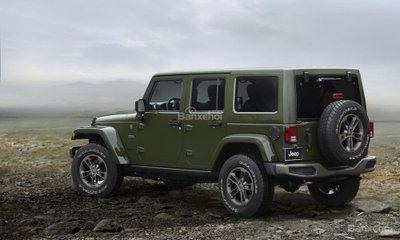 xe Jeep Wrangler màu xa lá
