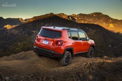 ô tô Jeep Renegade màu đỏ