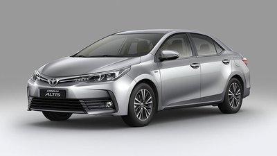 So sánh bản Toyota Corolla Altis 1.8 E thấp nhất và 2.0V Sport cao nhất.