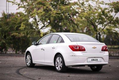 Chevrolet Cruze có đuôi xe thon gọn a4