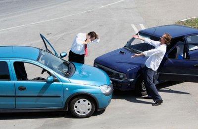 Ô tô cần mua những loại bảo hiểm gì? a6