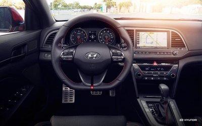 Hyundai Elantra Sport 2018 giá 688 triệu đồng, có thể bán ra ngay trong tháng 1/2018 a3