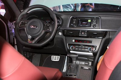 Kia Optima sở hữu nhiều trang bị tiện nghi.