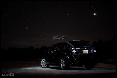 Xe màu đen rất khó nhận ra trong bóng tối 2