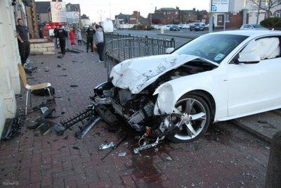Xe màu bạc có tỉ lệ gặp tai nạn nghiêm trọng thấp hơn 50% so với xe màu trắng 2