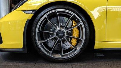 Soi chiếc Porsche 911 GT3 2018 nhập khẩu chính hãng đầu tiên tại Việt Nam a3