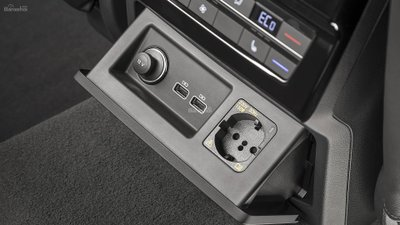 Đánh giá xe Volkswagen Touareg 2019 về trang bị tiện nghi: chân sạc, kết nối USB 2