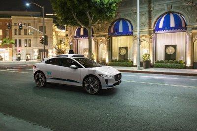 Waymo mua 20.000 chiếc Jaguar I-Pace EV để làm xe tự hành 3a