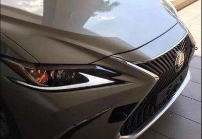Lexus ES 2019 hé lộ thiết kế đầu xe mới.