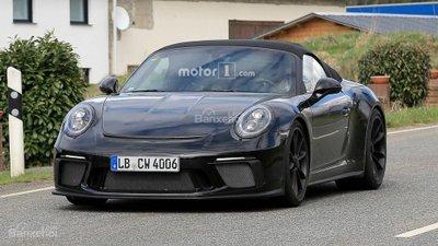 Bắt gặp Porsche 911 Speedster đời mới lăn bánh khi dạo phố - 1