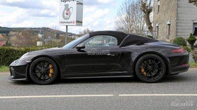 Bắt gặp Porsche 911 Speedster đời mới lăn bánh khi dạo phố - 2