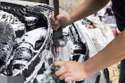 Hướng dẫn vệ sinh khoang máy ô tô tại nhà đúng cách 7