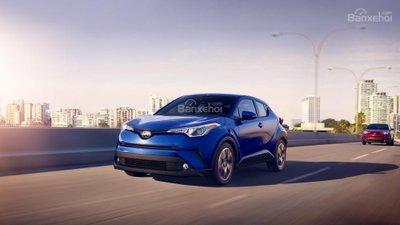 Ưu điểm của Toyota C-HR 2018: Khả năng xử lý thể thao và mượt mà...