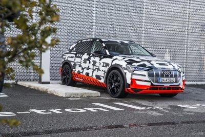 Audi E-Tron dời ngày ra mắt z