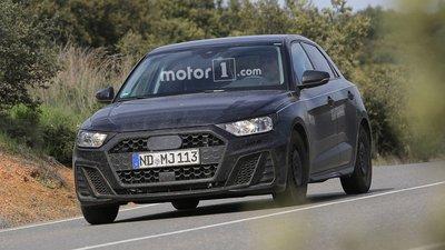 Audi A1 2019 lộ trần trên đường trước thời điểm ra mắt.