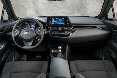 Toyota C-HR LE 2019 mới ra mắt với giá từ 22.000 USD - Ảnh 5.
