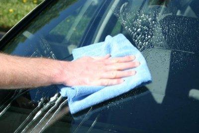 Tự vệ sinh ô tô tại nhà cần chuẩn bị những dụng cụ gì? 1