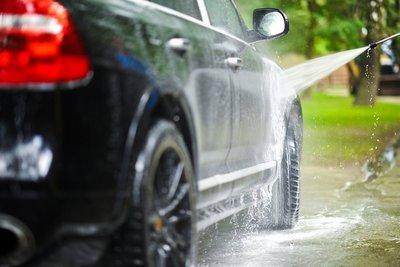 Tự vệ sinh ô tô tại nhà cần chuẩn bị những dụng cụ gì? 2